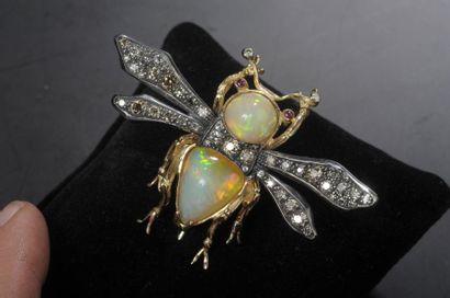Epingle insecte en or et argent le corps...