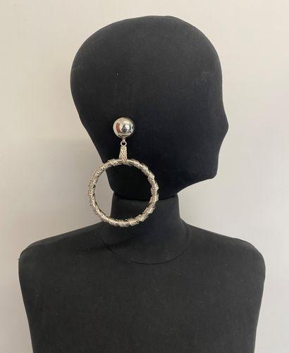 Paire de clips d'oreilles créoles en métal...