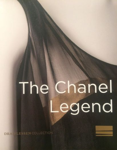 CHANEL par ROBERT GOOSSENS Broche pendentif Croix en métal doré et cristal de roche...