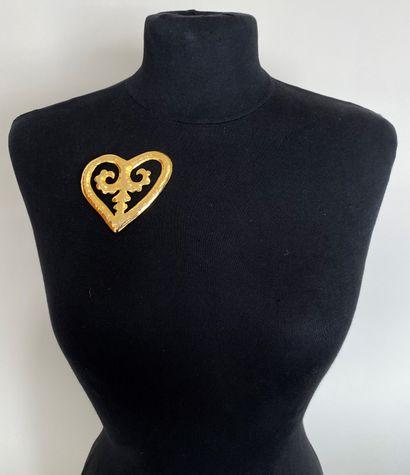 CHRISTIAN LACROIX Broche coeur en métal doré...