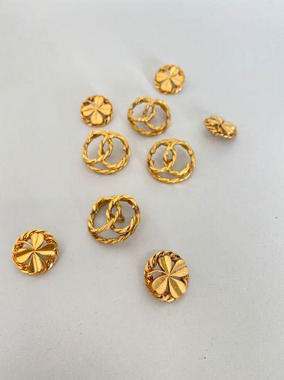 CHANEL Lot de 4 Boutons en métal doré torsadé...