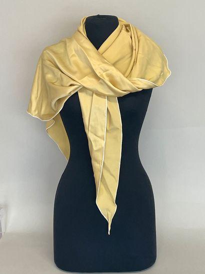 HERMES Paris Pointe en soie jaune  (bon ...