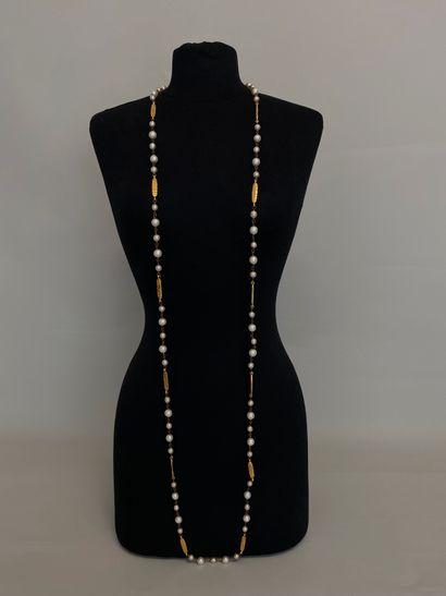 CHANEL Made in France Sautoir de perles nacrées,...