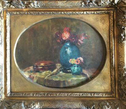 Ecole francaise, bouquet de fleurs au vase...