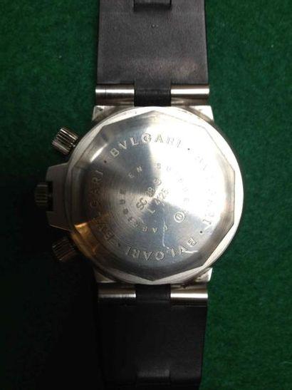 BULGARI Montre chronographe en acier, le bracelet en caoutchouc