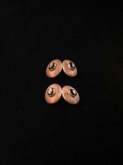 Paire de boutons de manchette ovale en or...