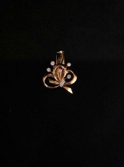 Clip Noeud en or et diamants - Poids brut:...