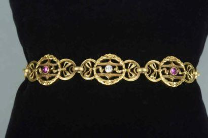 Bracelet en or à motifs circulaire de feuillages...