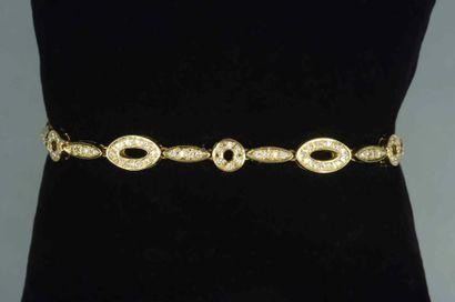 Bracelet composé de maillons ovales et ronds...