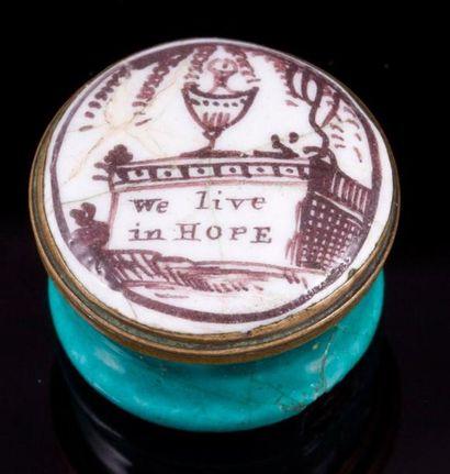 Petite boite à pilule en métal émaillée blanc...