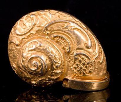 Boite escargot en métal doré à décor rocaille...