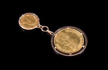 Deux breloques pièces de monnaie en or l'une...