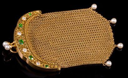 Porte monnaie en or ciselé orné de grenats...
