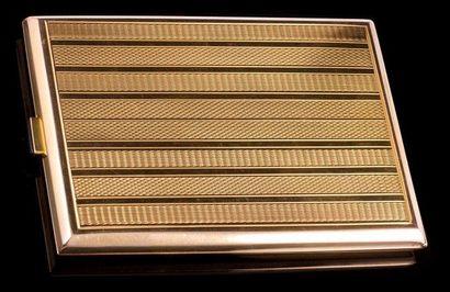 Etui à cigarettes en or guilloché en or 585,...