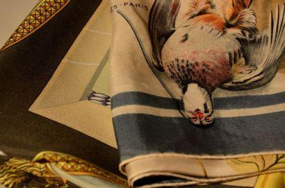 HERMES Paris Lot de 2 foulards -