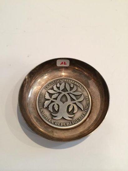 Coupe vide-poches en métal argenté centré...