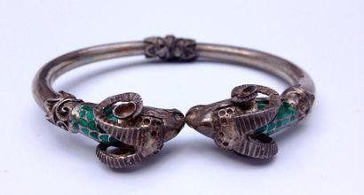 Bracelet articulé en argent à tête de bélier...