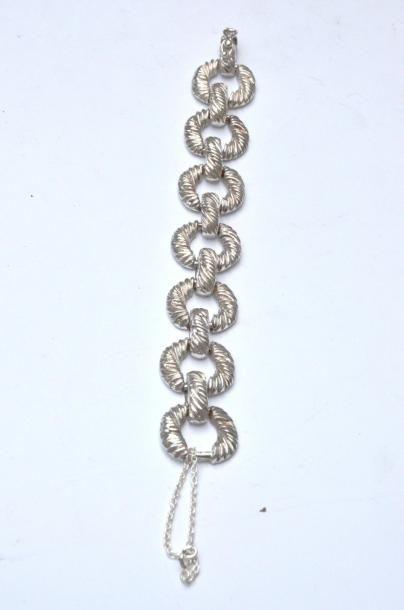 Bracelet en argent à maillons ronds ciselés...