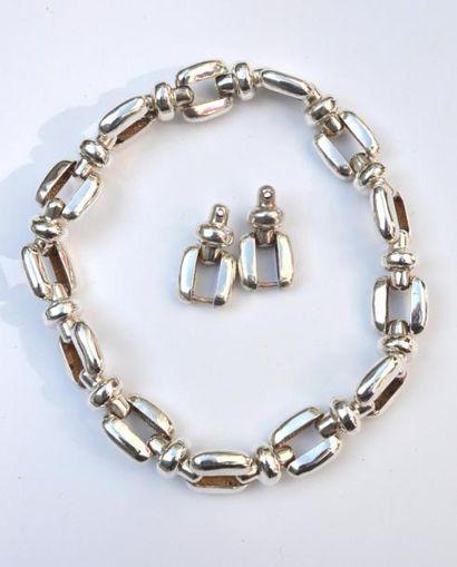 Important collier en argent à maillons rectangulaires...