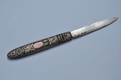 Couteau à fruits pliant en argent à décor...