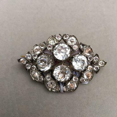 Broche losange en métal argenté ornée de...