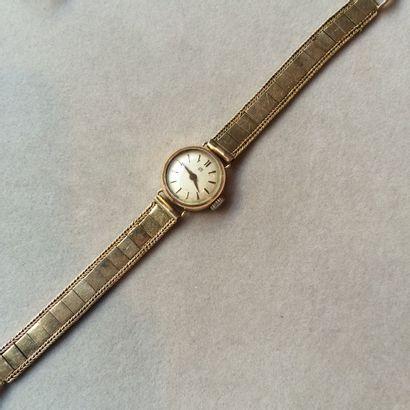 UTI. Bracelet montre de dame en or 750 millièmes...