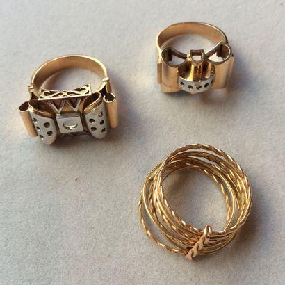 1 anneau semainier et 2 montures de bagues...