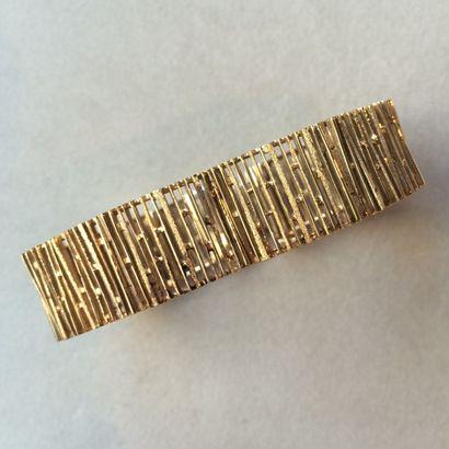 Bracelet ruban en or ajouré 585 millièmes....