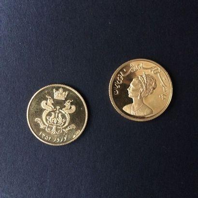 IRAN. Deux pièces commémoratives en or au...