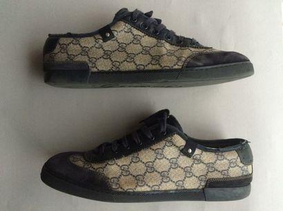 GUCCI.  Deux paires de chaussures de la marque....