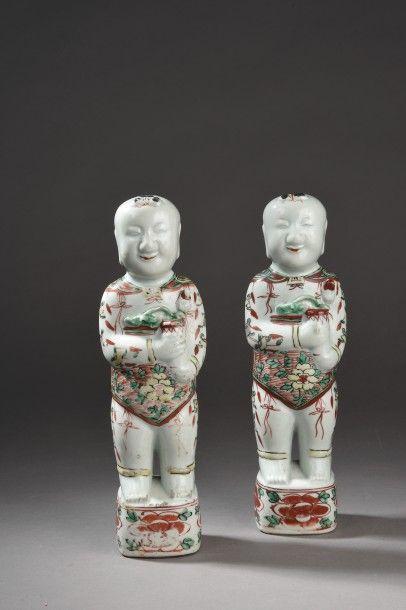 Deux statuettes en porcelaine et émaux de...