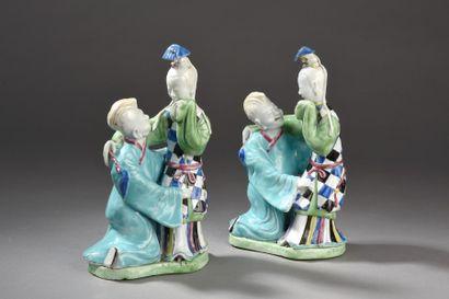 Rare paire de statuettes en porcelaine et...