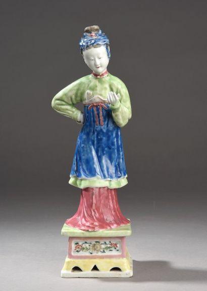 Rare statuette en porcelaine et émaux de...