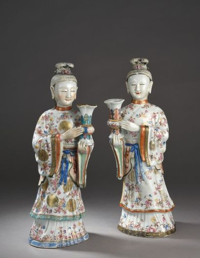 Deux statues en porcelaine et émaux de la...