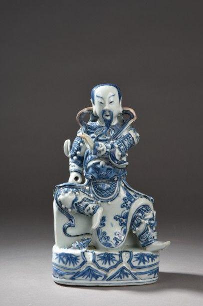 Sujet en porcelaine bleu et blanche représentant...