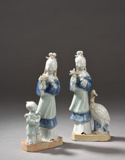 Deux statuettes en porcelaine céladon et...