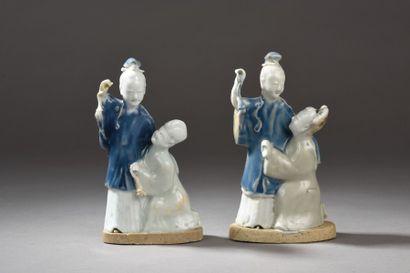 Paire de couples en porcelaine céladon et...