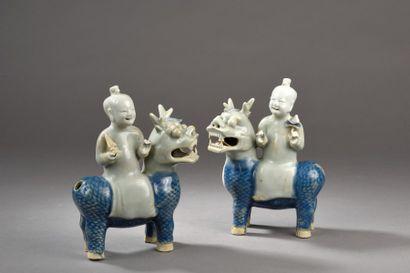 Paire de statuettes en porcelaine céladon...