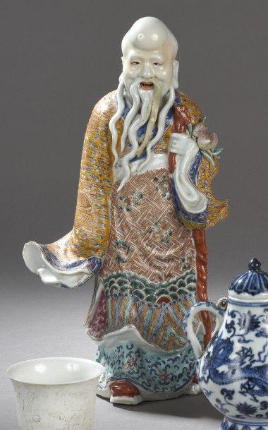 Zhoulao en porcelaine et émaux de la famille...
