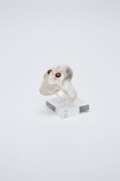 Bague tête de mort en cristal de roche sculpté...