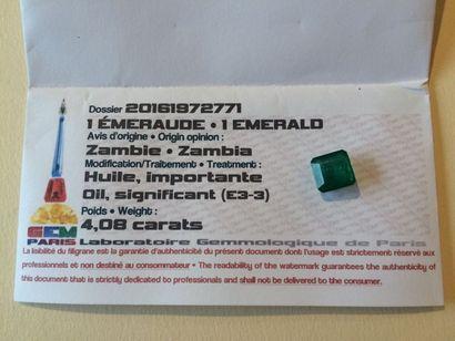 Emeraude zambie carré de 4,08 carats sur...