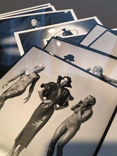 Lot de 11 photos Paco Rabanne Couture année...