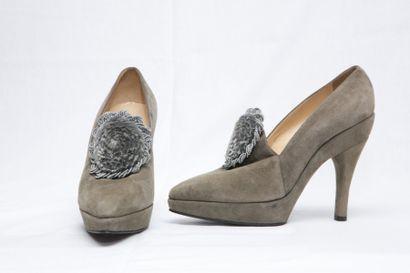 ALAIA  Paire de souliers d'influence XVIII°...