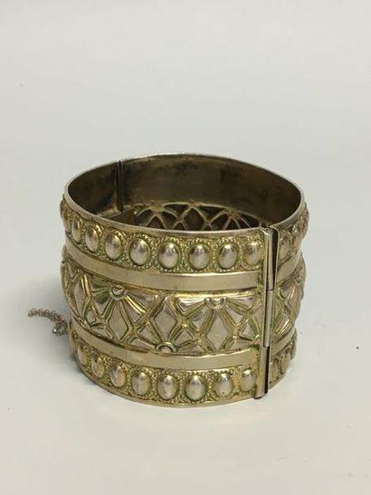 Bracelet rigide ouvrant à décor de frises...