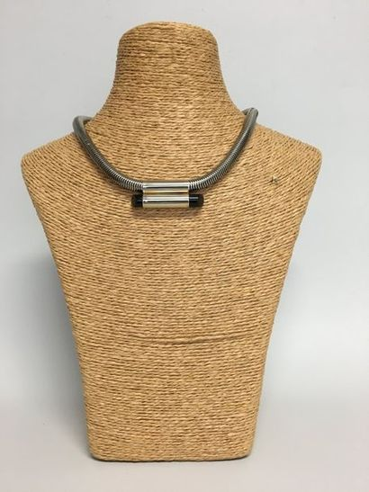 Collier tubogaz en métal gris et motif tubulaire...