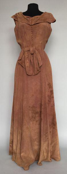 Robe sans manches en soie chocolat la taille...