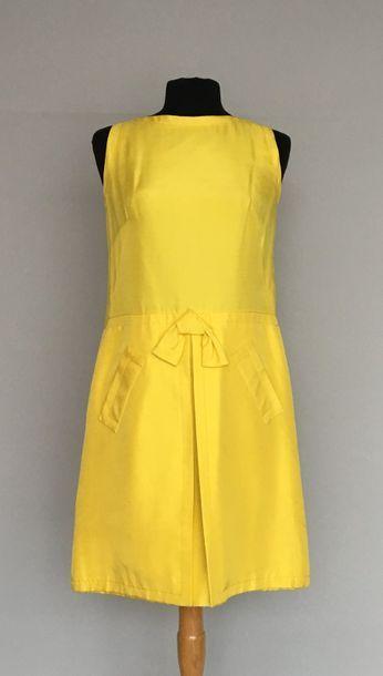 Robe sans manches en shantung citron à panneaux...