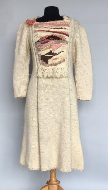 2 Robes pull en laine tricotée écru et polychrome...