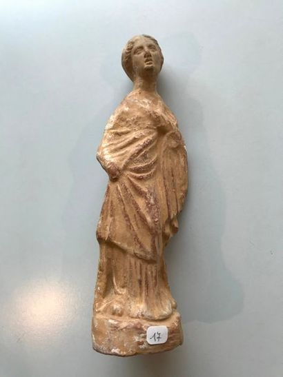 Statuette. Terre cuite. Style tanagréen gréco-romain....