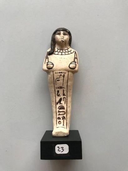 Chaouabti inscrit au nom d'un prêtre d'Amon,...
